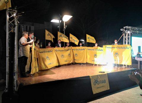 """Consegna Bandiere """"ComuniCiclabili"""": Piaggine (SA) ritira il riconoscimento per il secondo anno consecutivo"""