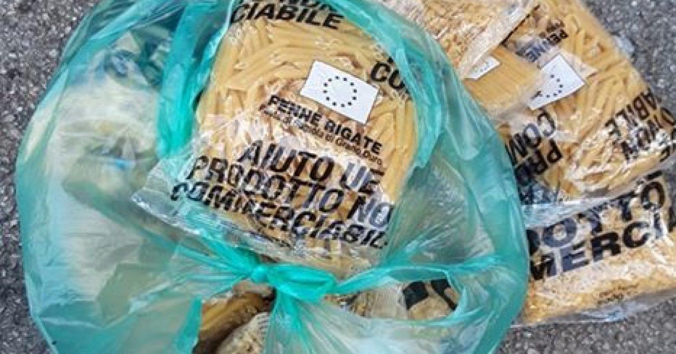 Moio della Civitella (SA), la denuncia del Comune: «8 kg di pasta proveniente dai pacchi alimentari buttati nella spazzatura»