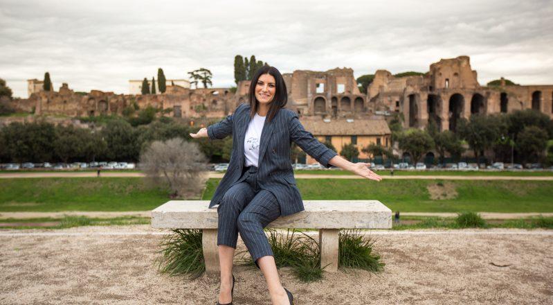 Fatti sentire, il nuovo album di Laura Pausini in uscita il 16 marzo