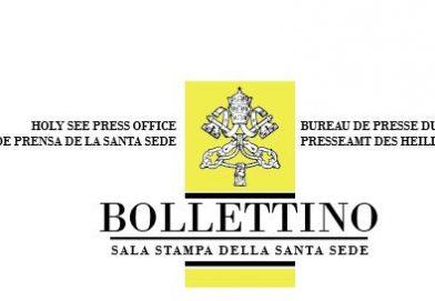 Papa Francesco ai giornalisti: «Consumare le suole delle scarpe»